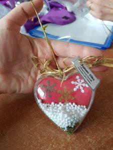 Noël : les soignants offrent des cadeaux aux parents