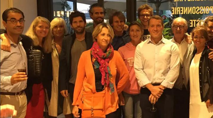 MARSEILLE-PARIS EN 13 TRAILS  Lionel Mari et les membres de l'association Pour le fil d'Ariane, réunis aux Halles de la Major.