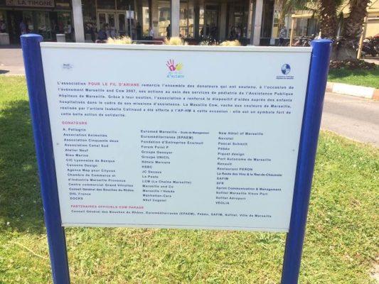 COW PARADE MARSEILLEPour remercier les entreprises de leur engagement , l'association a fait réaliser un panneau qui est installé devant le chu TIMONE